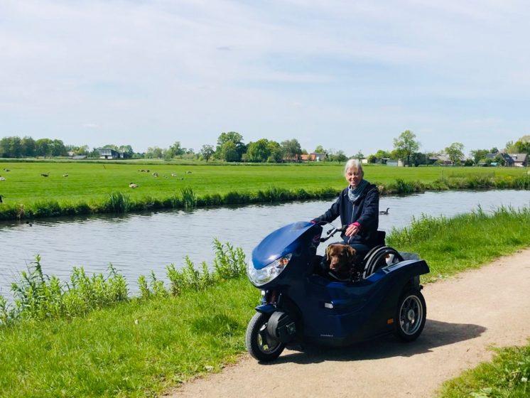 Elvira Houthuijs Rolstoel scooter Pendel